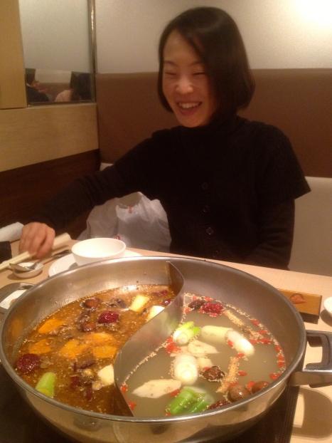 Kuriko davanti ad una incredibile Hot Pot