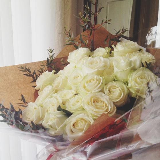 I bellissimi fiori che hanno accolto a casa l'arrivo di Mai