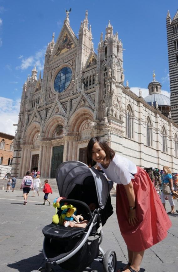 Saku davanti al Duomo di Siena